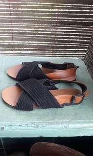 Sepatu sendal merek zalora
