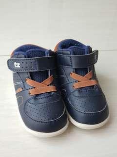 Sepatu cowo merek TZ Little Toezone size 6 / UK5 / euro23