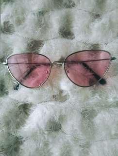 Kacamata pink kucing