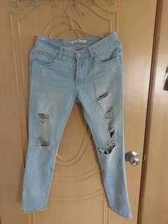 🚚 淺藍色牛仔破褲