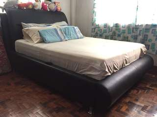 Queen size bed