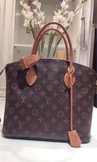 100% Louis Vuitton LOCKIT MM great condition