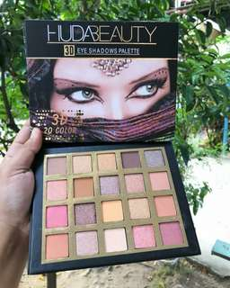 Eyeshadow dari Huda Beauty