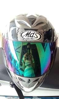 Helm mds series ukuran L. Dijual murah. Kondisi 90%