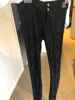 Gasp pant with lace front