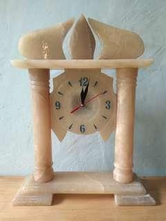 Jam meja batu Onyx