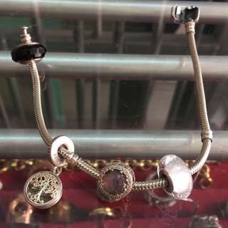 PRE-LOVED Pandora bracelet with 4 charms