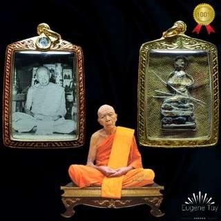 Luang Phor Tim loop tai ( photo )
