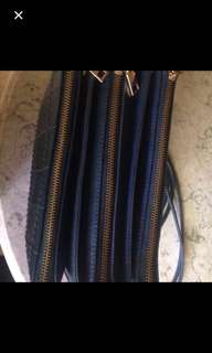 Woman's Sling Bag Import (Navy)