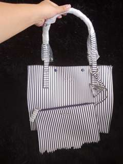 Guess Kinley Carryall Tote bag w/ pouch