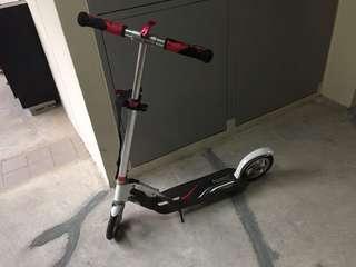 Manual kick scooter