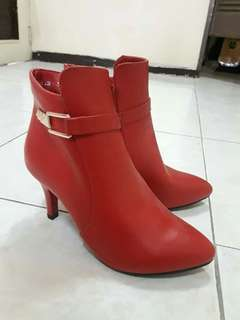 Dusto boots red