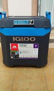 Igloo Maxcold 58 liters cooler with wheels