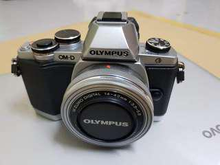 Olympus E-M10 with 2 Lens