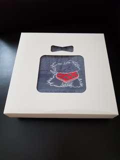 Towel gift box