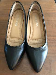 🚚 韓國黑色低跟尖頭鞋