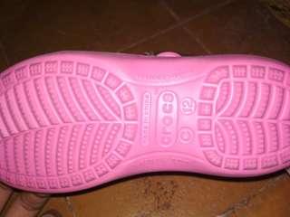 Sepatu sendal Crocs