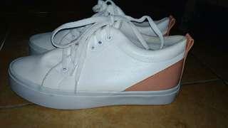 Sepatu main