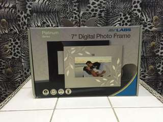AV LABS 7 inch digital photo frame