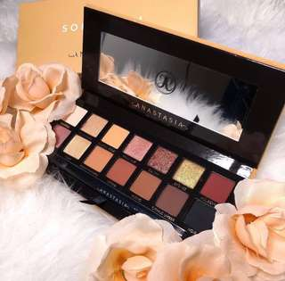 CLEARANCE❗️Soft Glam Anastasia Beverly Hills Eyeshadow Palette