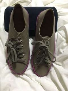 FITFLOP LEATHER SNEAKERS IN TAUPE/IRIS SZ37Euro