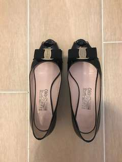 Salvatore Ferragamo - Black patent low heel shoes