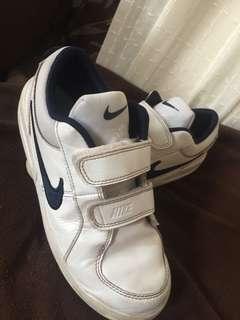 Pre-loved Nike Kid's Sneakers