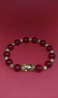 Red Onxy Stone with Micron Gold Bead Bracelet with 1 Micron Gold Pixiu (貔貅) (BRAND NEW)