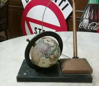 antik globe pen holder