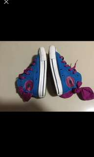 For baby girls 4-5 years old.. Condition 8/10 Bought for 2,700 Size. Us:10.5, UK:10, 17cm Size 27