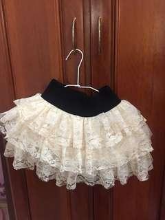 米黃色蕾絲短裙
