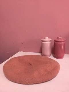 乾燥玫瑰色毛呢貝蕾帽