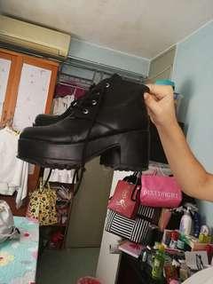 鞋子  馬丁靴
