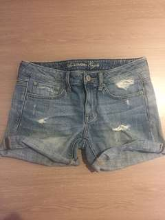 🚚 American Eagle Outfitters 美碼2號牛仔短褲