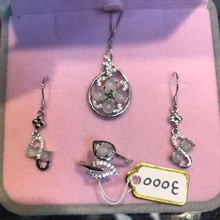 🚚 戒指、吊墜、耳環組合 冰種蛋面 特價3000 附證書
