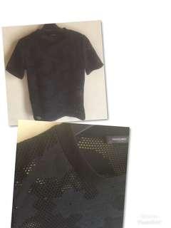 Kaos jaring hitam