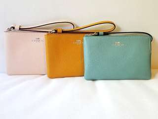 COACH Corner Zip Wristle in Crosgrain Leather (新色: Pale Green, Beigh, Yellow and Pink)