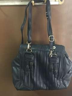 Black shoulder office bag