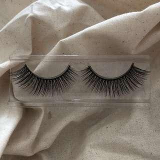 🚚 Iugia Fake Eyelashes