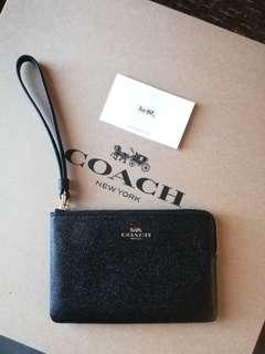 Original Coach Corner Zip Wristlet Grained Leather in Black