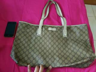 Gucci Bag with SERIAL