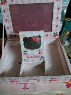 hello kitty (accessory) box