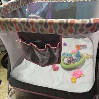 giant carrier playpen/crib