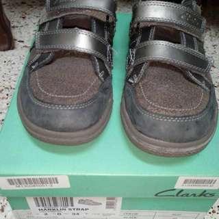 Clarks Boy's Shoes Grey size UK 2 #ramadan50