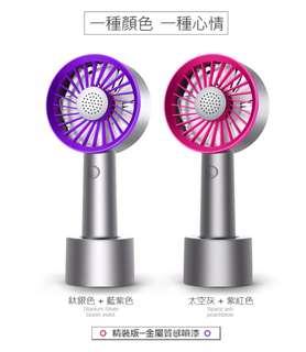 🚚 迷你香薰手持風扇 香薰盒設計 贈香精海綿 USB充電立式風扇 隨身風扇 精裝版