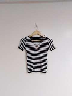 Knitted B&W stripes