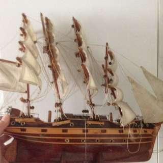 Kapal kayu besar untk hiasan