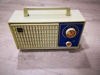 Asahi retro solid state Am radio