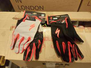 SpecializeD M size full cover gloves (for 2)