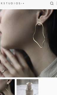 🚚 Gold Abstract Earrings